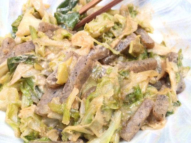 キャベツとこんにゃくのゴマ味噌炒め。