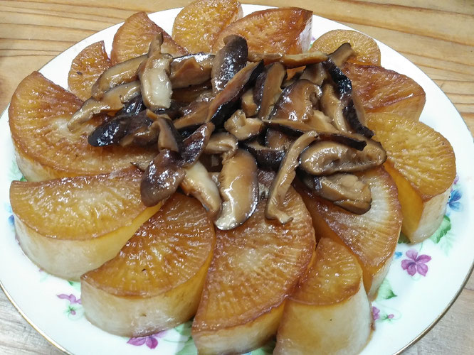 大根と干しシイタケの醤油炒り煮。