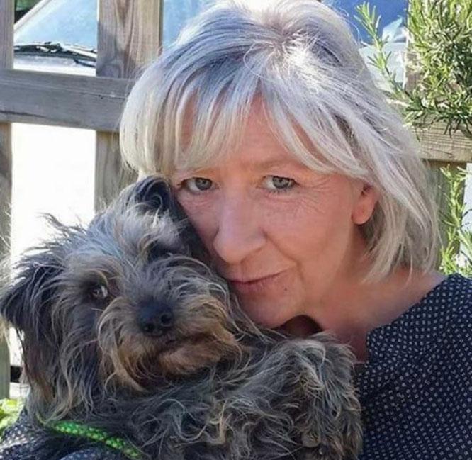 Patty Jaeger hatte Glück, dass sie nicht wie geplant einen Hund mit dem Auto abholte. Vor ihrem Haus brach eine Straße weg.