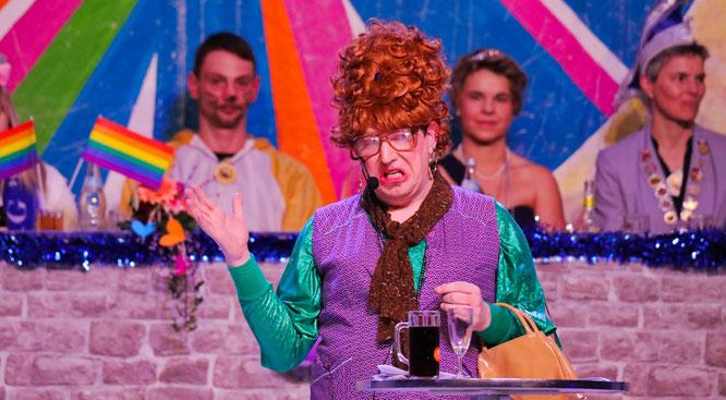 Auch die Kult-Putzfrau Dorothee Schmitz-Backes, die Stefan Jung seit 26 Jahren in der Bütt spielt, musste in diesem Jahr wegen Corona pausieren.