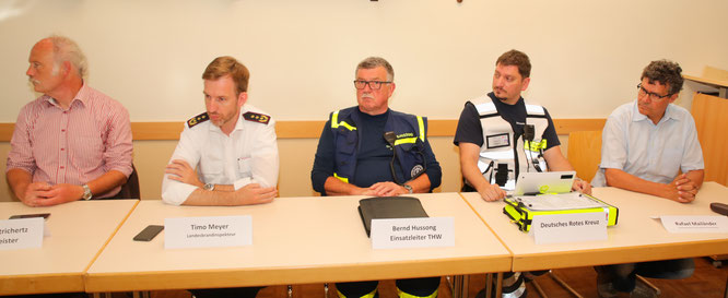 Gemeindeverwaltung, Feuerwehr, THW, Rotes Kreuz und Regionalverband waren anwesend.