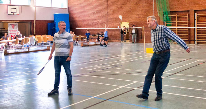 Auch der Bürgermeister der Gemeinde Kleinblittersdorf, Rainer Lang (links) und der Ortsvorsteher von Kleinblittersdorf Karl-Peter Fuhr haben mitgespielt.
