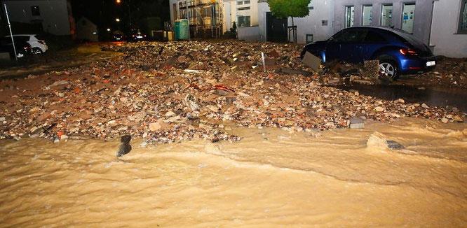 Wassermassen schossen nachts in Bliesransbach und Kleinblittersdorf ins Tal.