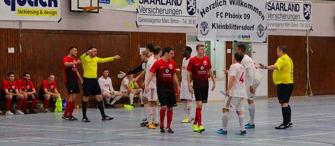 Ging Spiel um Platz drei ging es zwischen dem FC Kleinblittersdorf und dem SC Bliesransbach 15 Minuten lang richtig zur Sache.