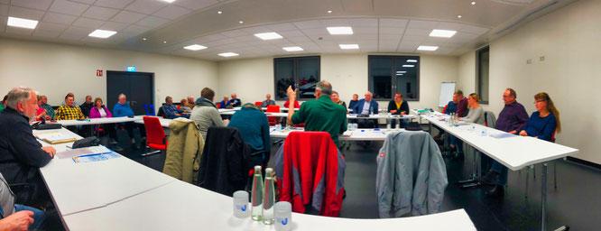 Der Ortsrat von Kleinblittersdorf bei der Diskussion mit anwesenden Bürgern.