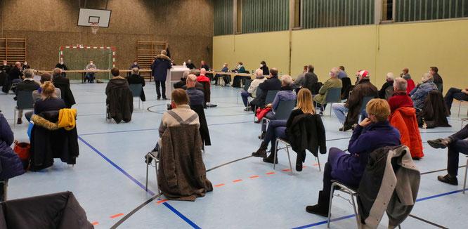 35 von 44 Bürger sprachen sich für den Bürger-Solarpark aus.