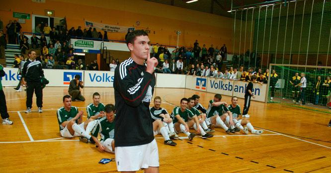 Im Jahr 2010 gewann der SV Auersmacher zum dritten Mal das Hallenmasters. Damals mit Nationalspieler Jonas Hector im Tor, der den Fans nach dem Titel so richtig einheizte.