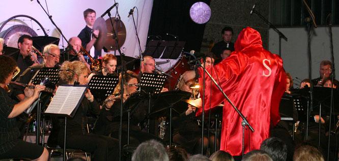 Bei der ersten Saar Wind Movie Night im Jahr 2011 spielte das Orchester unter anderem die Filmmusik von Rocky und Dirigent Stefan Ranker kam im Boxerkleidung auf die Bühne.