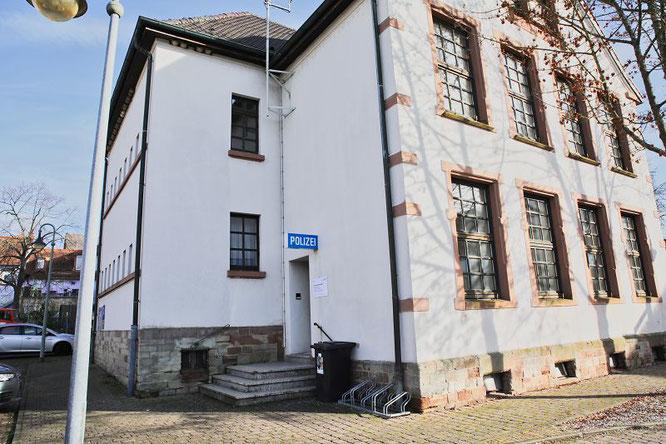 Aktuell ist die Alte Schulstraße noch die Heimat das Polizei