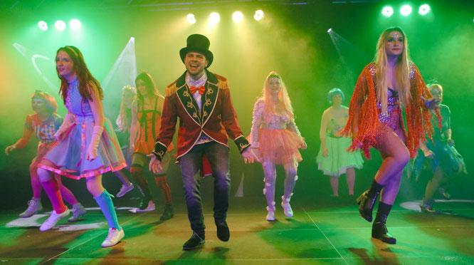 """Der Tanz """"The Greatest Showman"""" war ein Höhepunkt der Etwas Anderen Faschingsshow."""