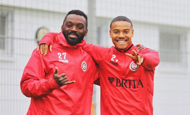 Michael Guthörl (rechts) und Mannschaftskollege Paterson Chato beim SV Wehen Wiesbaden.