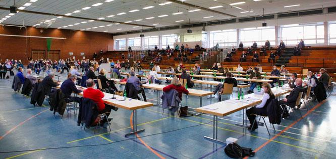 Etwa 120 Bürger kamen am Donnerstag zu der öffentlichen Sitzung des Gemeinderates in die Spiel- und Sporthalle in Kleinblittersdorf.