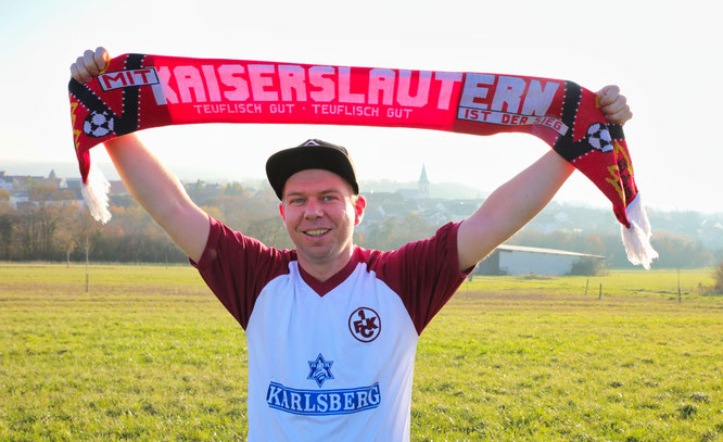 Tim Franz aus Auersmacher ist leidenschaftlicher Fan des 1. FC Kaiserslautern. Er schaut sich das Spiel gegen den 1. FC Saarbrücken gemeinsam mit seinem Vater an – und der ist leidenschaftlicher FCS-Fan.