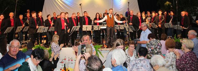 Das Saar Wind Orchestra spielte auch bei der 48. Klingenden Maibowle in einer ausverkauften Mehrzweckhalle in Rilchingen-Hanweiler.