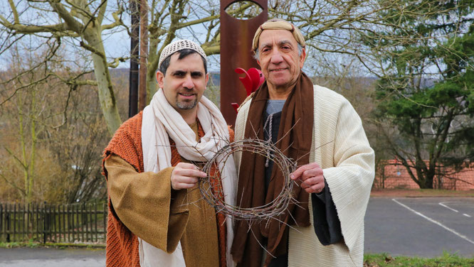 Rami Kardahi (links) ist Christ und Mohamed Kernafa ist Muslim. Beide wurden in Auersmacher dicke Freunde und spielen ab dem 7. März bei der Passion mit.