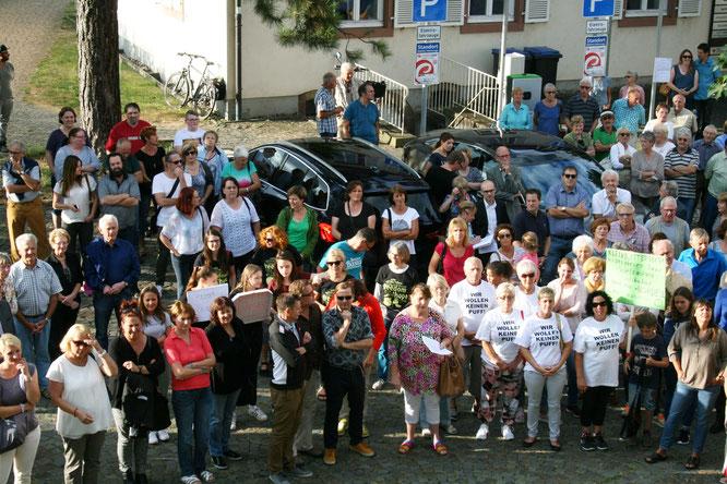 Die Bevölkerung in Kleinblittersdorf ging im Jahr 2016 mehrmals auf die Straße und demonstrierte gegen das drohende Bordell
