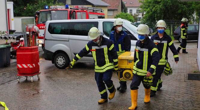 Die Feuerwehr in Rilchingen-Hanweiler hatte alle Hände voll zu tun.