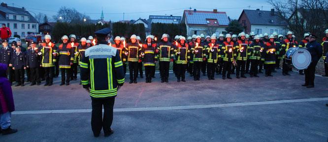 Stärkemeldung von Wehrführer Peter Dausend bei der Einweihung des neuen Feuerwehrgerätehauses des Löschbezirks Mitte im Jahr 2018.