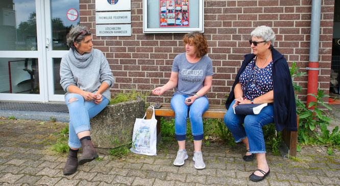 Drei traurige Katzenbesitzerinnen aus Rilchingen-Hanweiler. Von links: Yvonne Metzler, Rosi Weisgerber und Birgit Krämer trafen sich am Montag und sprachen über ihre verschwundenen Katzen.