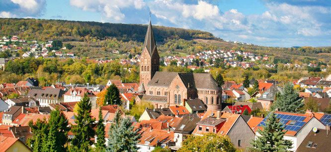 Ein Blick über den Ortsteil Kleinblittersdorf zur Katholischen Kirche.