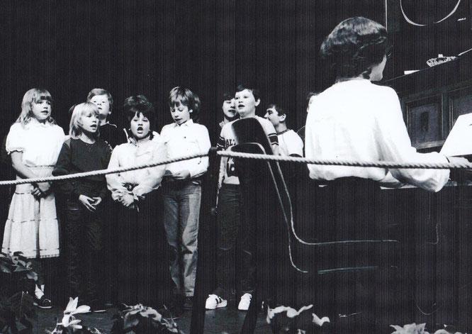 Der Auersmacher Kinderchor im Jahr 1982.