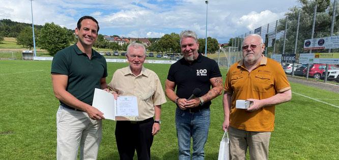 von links: David Lindemann (2. Vorsitzender SFV), Winfried Kasper, Michael Becker (Vorsitzender SC Blies), Harald Diekmann (Klassenleiter SFV).