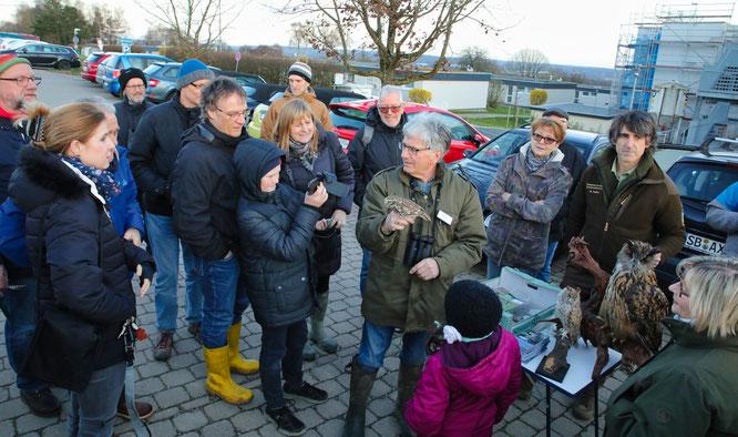 Etwa 60 Menschen kamen zur Steinkauz-Wanderung nach Auersmacher.