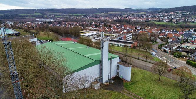 Das Dach der Spiel- und Sporthalle in Kleinblittersdorf wird in diesem Jahr erneuert.