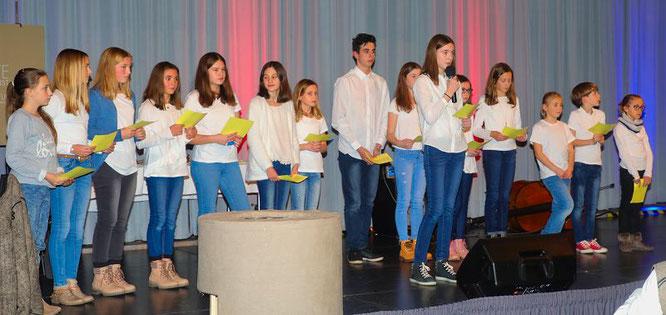 Der Nachwuchs der Jungen Bühne trug amüsante Gedichte vor.