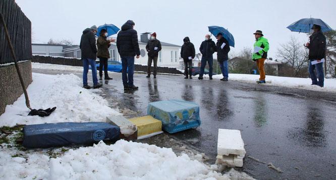 Der Bauausschuss der Gemeinde Kleinblittersdorf traf sich am Dienstag mit Anliegern auf dem Hasselberg in Bliesransbach.