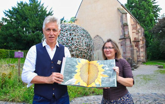 Autor Peter Michael Lupp und Grafikerin Elke Birkelbach haben ein neues Buch über die Biosphäre Bliesgau und das Zusammenleben zwischen Mensch und Natur herausgebracht.