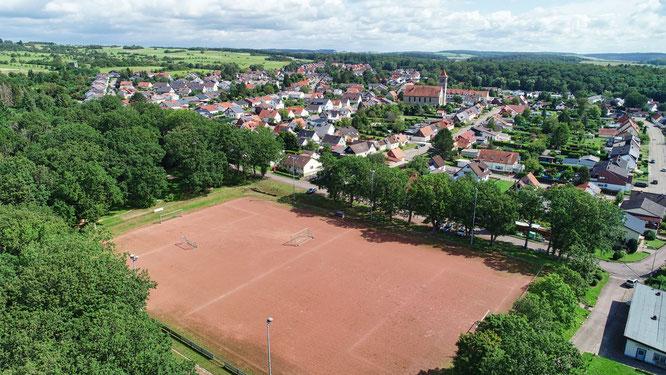 Der Sportplatz in Sitterswald von oben.