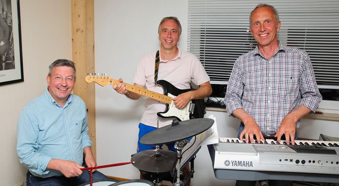 Am vergangenen Montag probten Thomas Unold, Michael Trier und Helmut Brandstetter für ihre 40-Jahrfeier am Samstag.