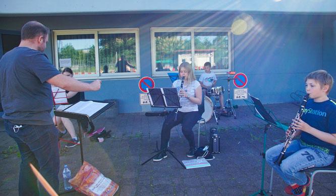 Auch das Schülerorchester und das Junge Orchester des Vereins proben wieder im Freien.