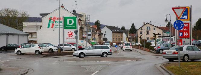 Wo soll ein Fußgängerüberweg hin? Direkt nach dem Kreisel oder noch Näher Richtung Ortsmitte?