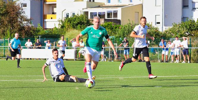 Nils Cuccu war mit drei Toren mal wieder der Dosenöffner für den SV Auersmacher.