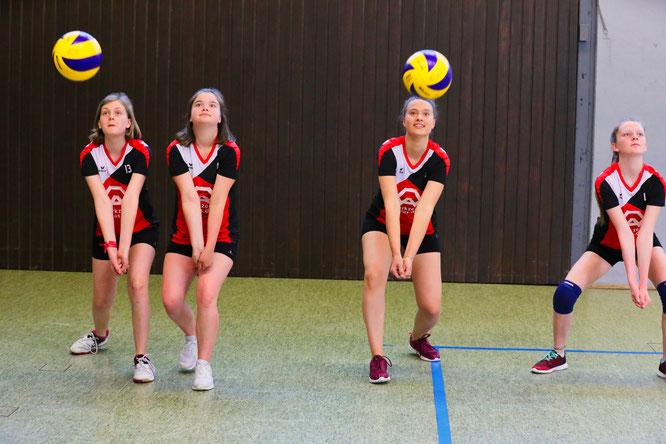 Auch Volleyball-, Basketball-, Handball- oder Fußballtraining sind in den Hallen wieder erlaubt. Allerding ohne Kontakt. Trainingsspiele mit Gegnerkontakt sind verboten.