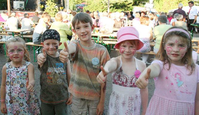 von links: Selina Brach, Max Maurer, Jens Wilbert, Michelle Mauerer, Anna Dickhoff freuten sich auf dem Sommerfest im Jahr 2009.