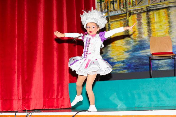 Das Funkenmariechen der Bübinger Holzäppel, Guilia La Tassa, ist mit sechs Jahren eines der jüngsten Tanzmariechen des Saarlandes