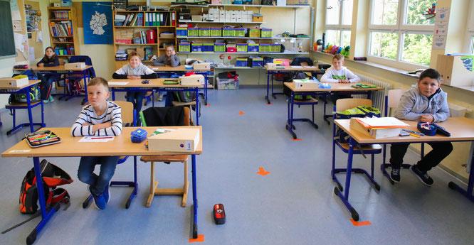 Das Abstandsgebot innerhalb des Klassenraumes, das hier in der Grundschule in Auersmacher eingehalten wird, wird zum neuen Schuljahr aufgehoben.