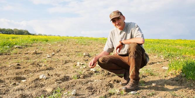 Auch der Boden von Landwirt Wolfgang Kessler in Bliesransbach braucht dringend Wasser.
