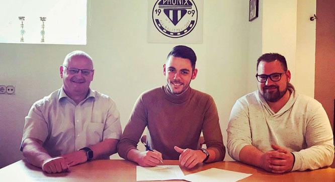 von links: Phönix-Vorsitzender Stefan Campbell, Matthias Lillig und Alfred Casimir, der sportliche Leiter des FC Phönix.
