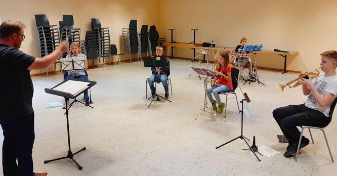 Auch das Schülerorchester des Saar-Wind-Orchestras übt wieder im Nebenraum der Mehrzweckhalle in Rilchingen-Hanweiler.