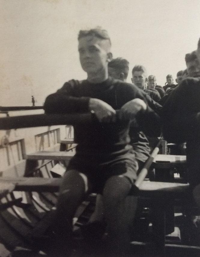 Albert Wolf beim Rudern in ruhigen Zeiten in Brest.