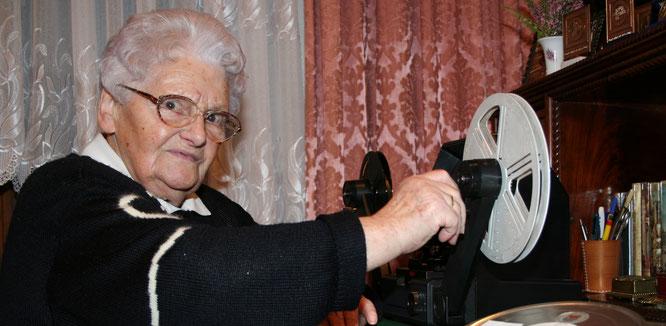 Die inzwischen verstorbene Lieselotte Fondel schnitt im Jahr 2006 im hohen Alter noch Filme.
