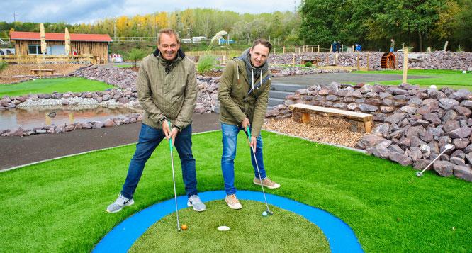 Karl (links) und Patrick Kemmer betreiben die Adventure-Golfanlage in Rilchingen-Hanweiler.