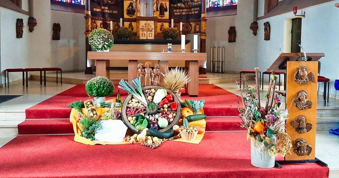 Die Kirche in Rilchingen-Hanweiler wurde zum Erntedankfest geschmückt.