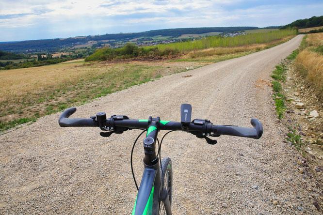 Das Panorama ist atemberaubend, doch der Blick der Radfahrer sollte am besten nur auf den Weg gehen.