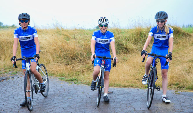 Der Rad-Nachwuchs von Bliesransbach ist am Sonntag auch dabei. Von links: Maxim Wolf, Yannick Uhl und Elia Becker.