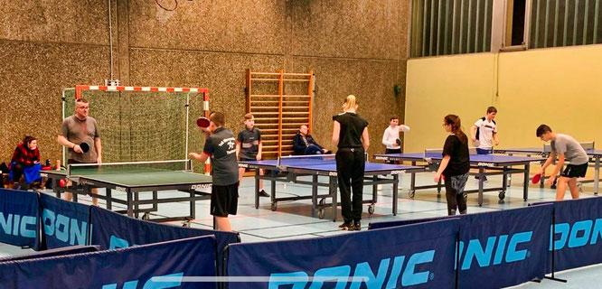 Training der Jugend und Schüler U15 in der Schulturnhalle.